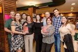 Adriana Nunan e família no lançamento do livro. Foto de Zô Guimarães.