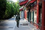 Militar em região tradicional de Pequim - Foto de Hélio Rocha - Plurale na China