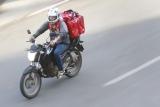 ESPECIAL CORONAVÍRUS – Mais pedidos de comida com entrega por motoboy. Foto de Marcello Casal Jr, da Agência Brasil
