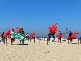 Manifestação em Copacabana (RJ) em memória dos 100 mil brasileiros mortos pela Covid-19 - Fotos da ONG Rio de Paz
