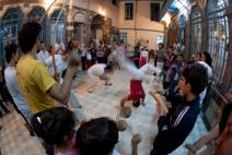 Capoeira muda a vida de refugiados em áreas de conflito, mostra pesquisa