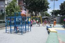Projeto Rio Galeria levanta recursos e inaugura novo parquinho para crianças do Complexo da Maré