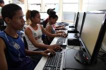 Jovens de comunidades do Rio e de São Paulo celebram o dia da Internet segura