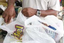 Governo do Rio sanciona lei que proíbe supermercados de distribuir sacolas descartáveis antiecológicas