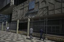 Petrobras admite vazamento de óleo na Bacia de Campos