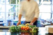Alimentos que seriam desperdiçados viram receitas novas nos hotéis Accor