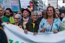 Caetano Veloso, Alinne Moraes, Sônia Braga e manifestantes se uniram para exigir a proteção da Amazônia