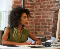 Ficar muito tempo sentado afeta a sua saúde: conheça 5 problemas que esse mal hábito pode causar
