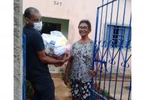 ESPECIAL CORONAVÍRUS - Cestas básicas doadas para campanha do Sesc Pantanal vão ajudar famílias carentes em Poconé