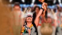 Orgulho do povo indígena na Amazônia Legal, estilista We'e'ena Tikuna, do Amazonas, dá os primeiros passos no mundo fashion