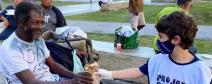 Especial: Inspirados em Vieira de Mello voluntários distribuem ajuda humanitária no Rio de Janeiro