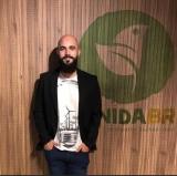 Publicitário cearense cria marca de camisetas feitas com Pet e algodão orgânico para ajudar a pequena cidade onde nasceu