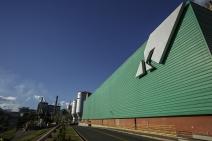 Klabin investe R$ 40 milhões em tecnologia para aprimorar aplicação de barreira sustentável em papel-cartão