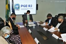 PGE-RJ e CGE assinam acordo de Leniência com a Carioca Engenharia