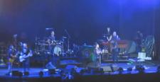 Pearl Jam apoia atingidos pela tragédia em Mariana e doa cachê de show em BH
