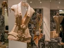 """A casa, Museu do Objetivo Brasileiro e Chiara Gadaleta, apresentam a exposição """"MÃOS DO MEU BRASIL: ARTESANATO SUSTENTÁVEL"""""""
