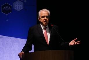 Presidente da Petrobras diz que trabalha para diminuir endividamento