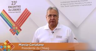 O presidente da CNseg, Marcio Coriolano, entrevista, durante o 23º Encontro de Líderes do Mercado Segurador, com o economista José Roberto Mendonça, sócio da MB Associados