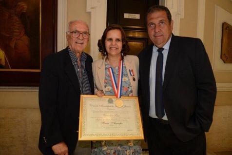 Jornalista Sônia Araripe, Diretora e Editora de Plurale, recebe conjunto de medalhas Pedro Ernesto do Vereador Zico