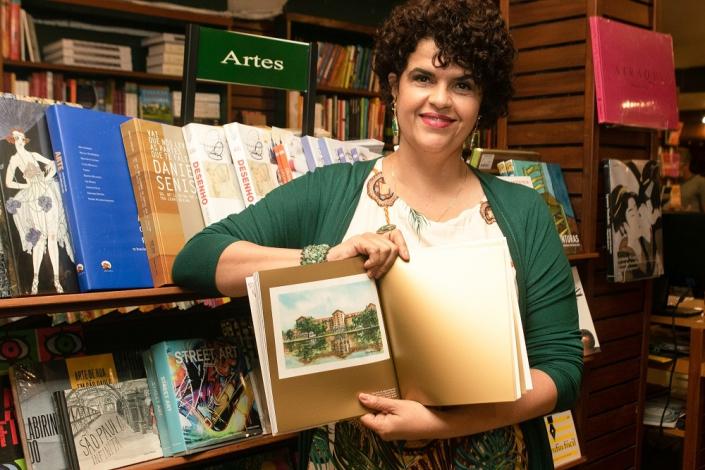A artista plástica Juliana Marinho fez a capa e ilustrações do livro