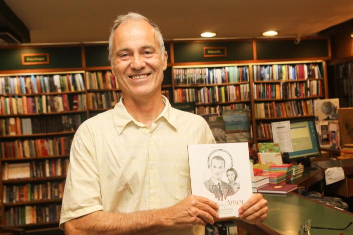 O jornalista Fernando Dantas, de O Estado de S. Paulo, levou o autógrafo para o seu livro de Paulo Marinho. Foto de ENY MIRANDA