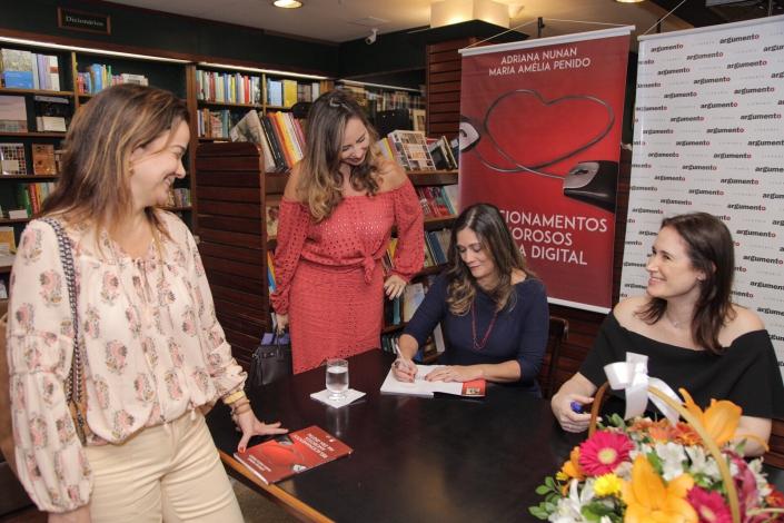 Noite de autógrafos do livro
