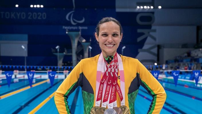 Jogos Paralímpicos de Tóquio - Carol Santiago exibe suas medalhas conquistadas no Centro Aquático de Tóquio/Foto: Alê Cabral/CPB