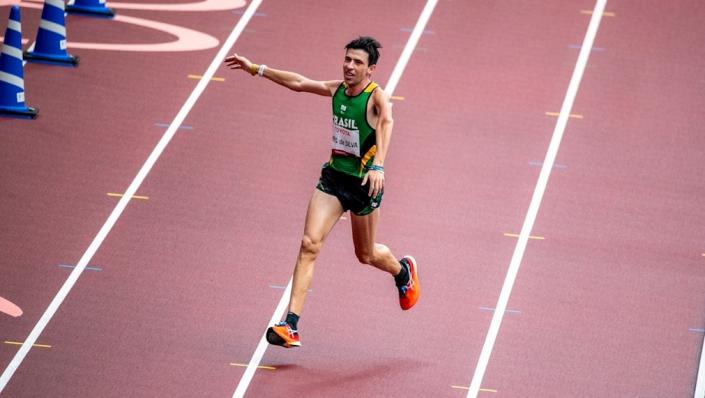 Jogos Paralímpicos de Tóquio - Alex Douglas da Silva, na classe T46 (deficiência em membros superior) conquista medalha de prata na maratona em despedida dos Jogos de Tóquio/Foto: Alê Cabral/CPB