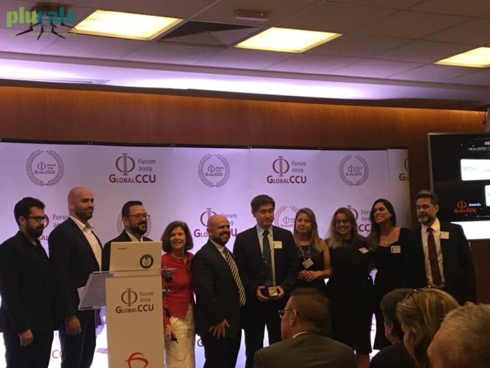 Representantes da Universidade Corporativa da FCA (Fiat Crysler) recebem Premiação do Fórum Global CCU. Foto de Sônia Araripe/ Plurale.