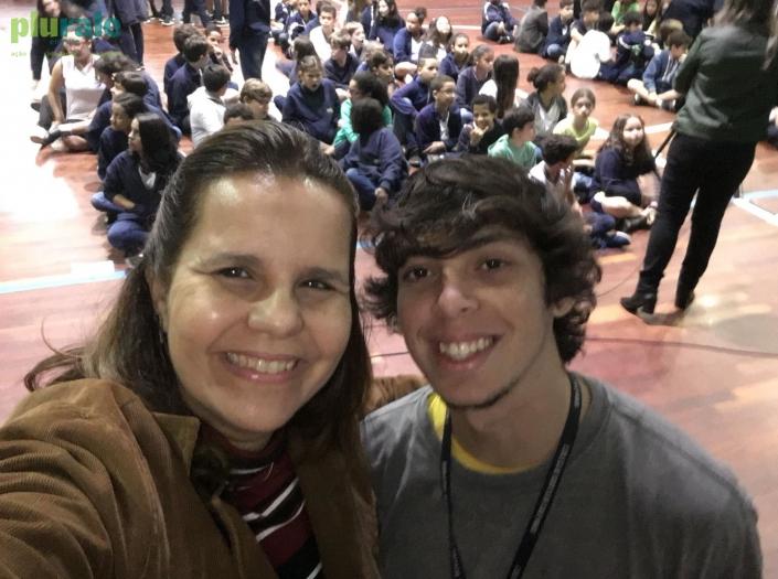 Palestra no Colégio Batista Shepard - Tijuca - no Dia do Meio Ambiente. Jornalista Sônia Araripe com o Estagiário Matheus Ferreira.