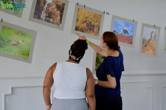 O público curtiu cada detalhe da Exposição de fotos de LUCIANA TANCREDO no Evento #PURALE12ANOS / Foto de Rafaela Cassiano